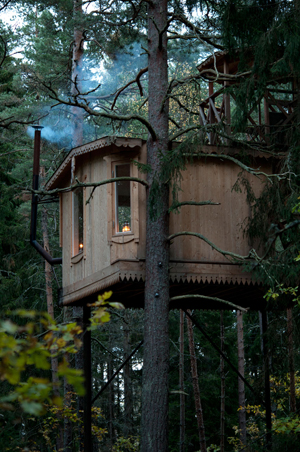 the aircastle, tree house at Urnatur, Sweden